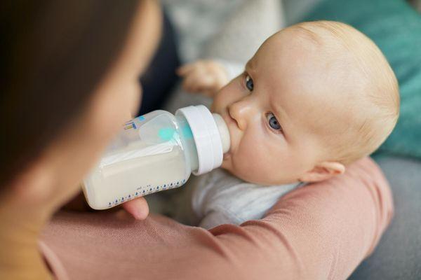 اضرار الرضاعة الصناعية على الام و الطفل