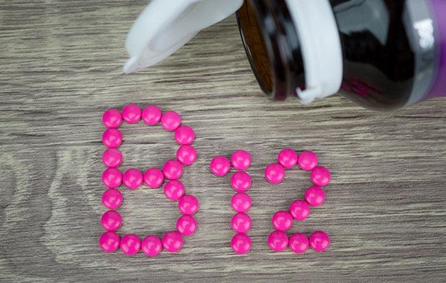 ما هي اعراض نقص b12 فيتامين
