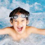 تعليم السباحة للاطفال : فوائد وأخطاء عليك تجنبها