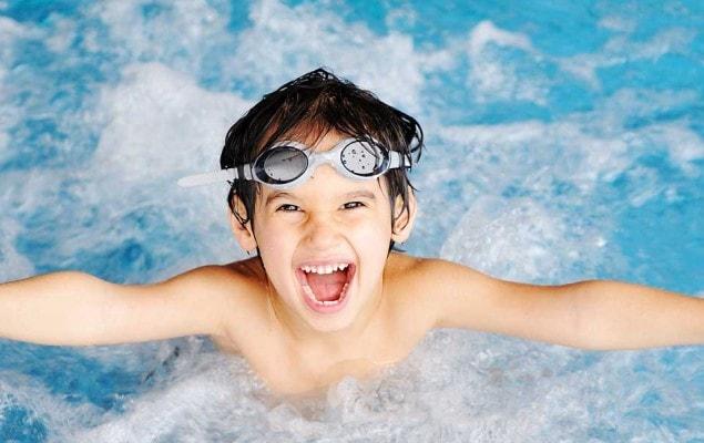 اخطاء تعليم السباحة للاطفال