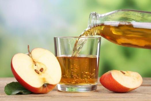 من فوائد عصير التفاح انه يحمي من امراض العيون