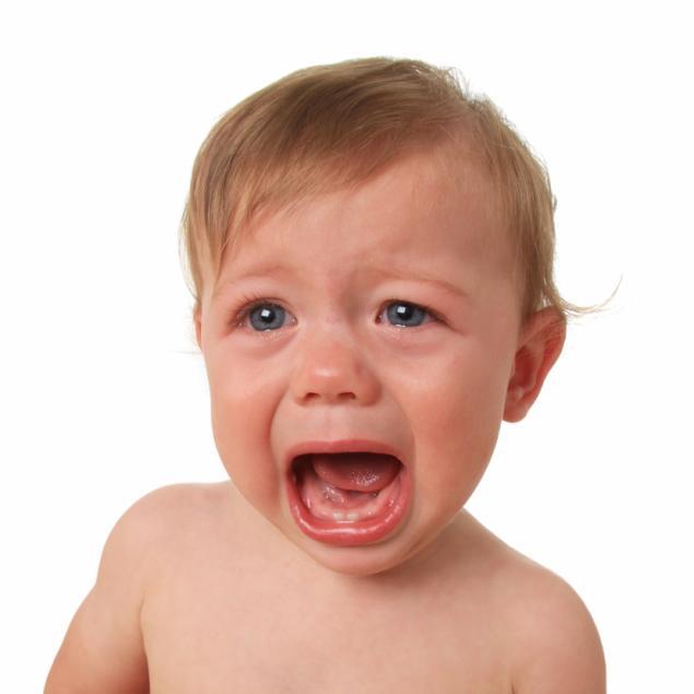 كيفية التعامل مع بكاء الطفل
