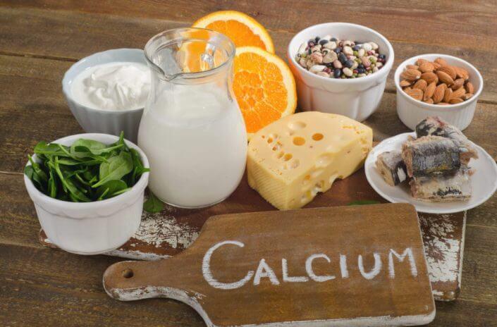 اين يوجد الكالسيوم بالأغذية والكميات الموصى بها