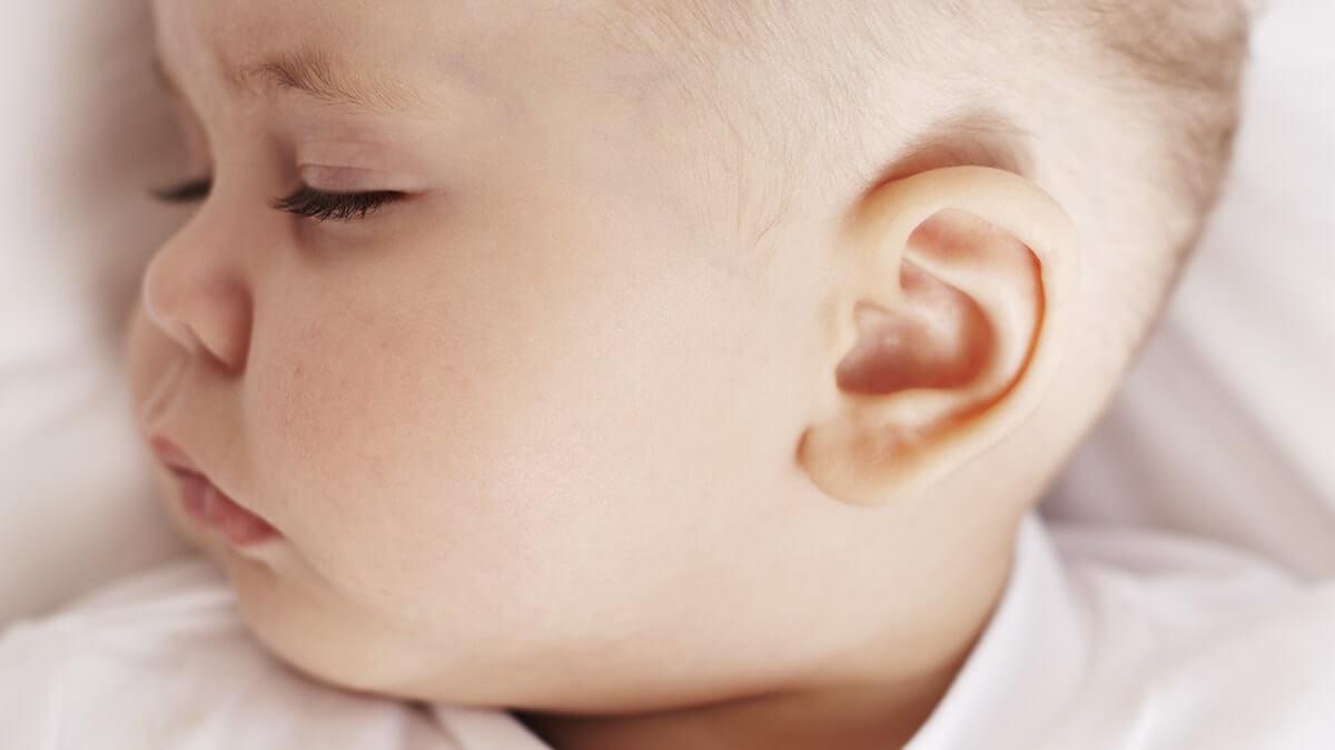 علاج الم الاذن عند الاطفال الصغار او الرضع