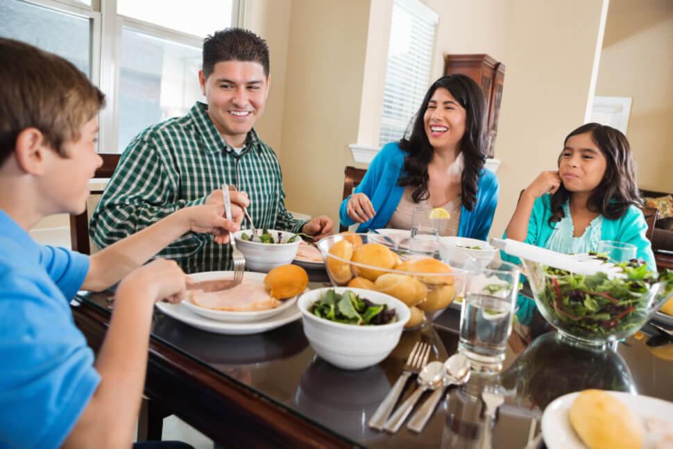 ما هي فوائد وجبة الغداء