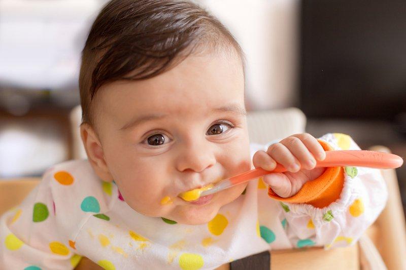 غذاء الطفل في الشهر السادس