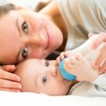 كمية الحليب الصناعي للطفل الرضيع